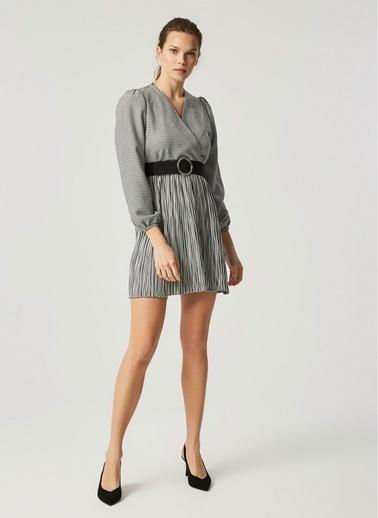 Monamoda Anvelop Kapama Eteği Piliseli Kazayağı Desen Elbise Siyah